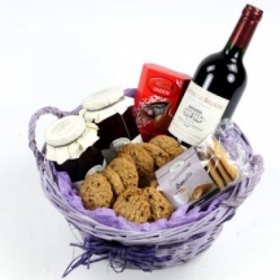 biscuit-gourmet-alcohol-chocolates-gift-basket-216